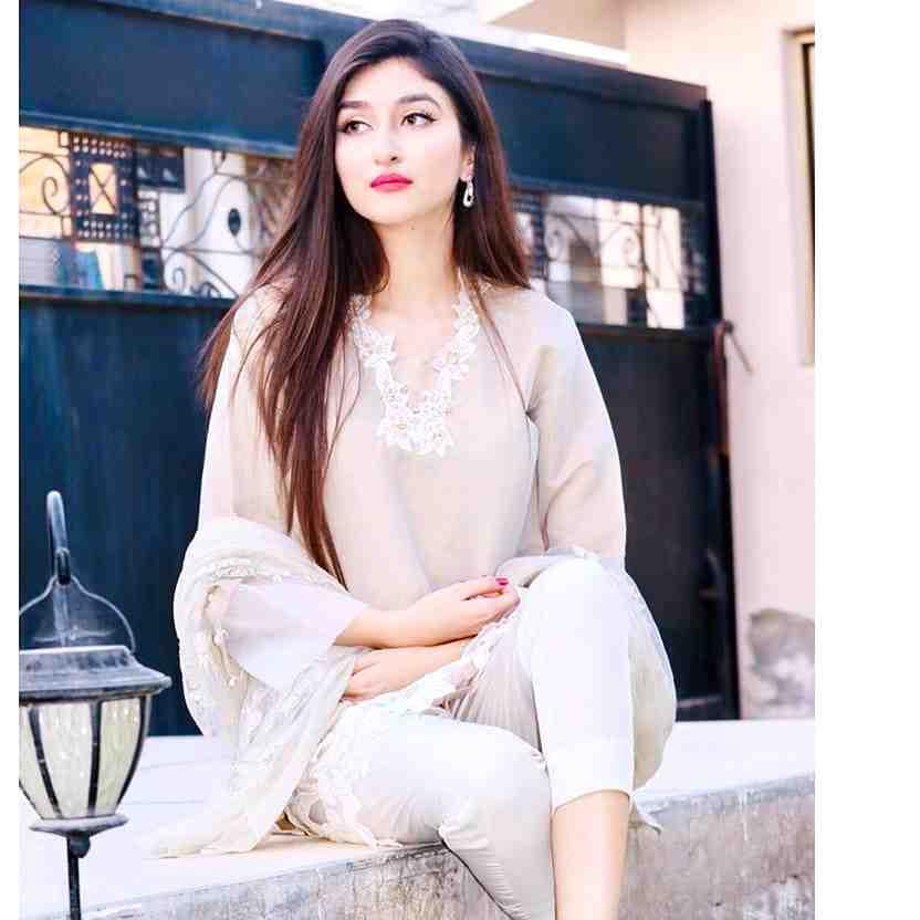 beautiful pakistani woman