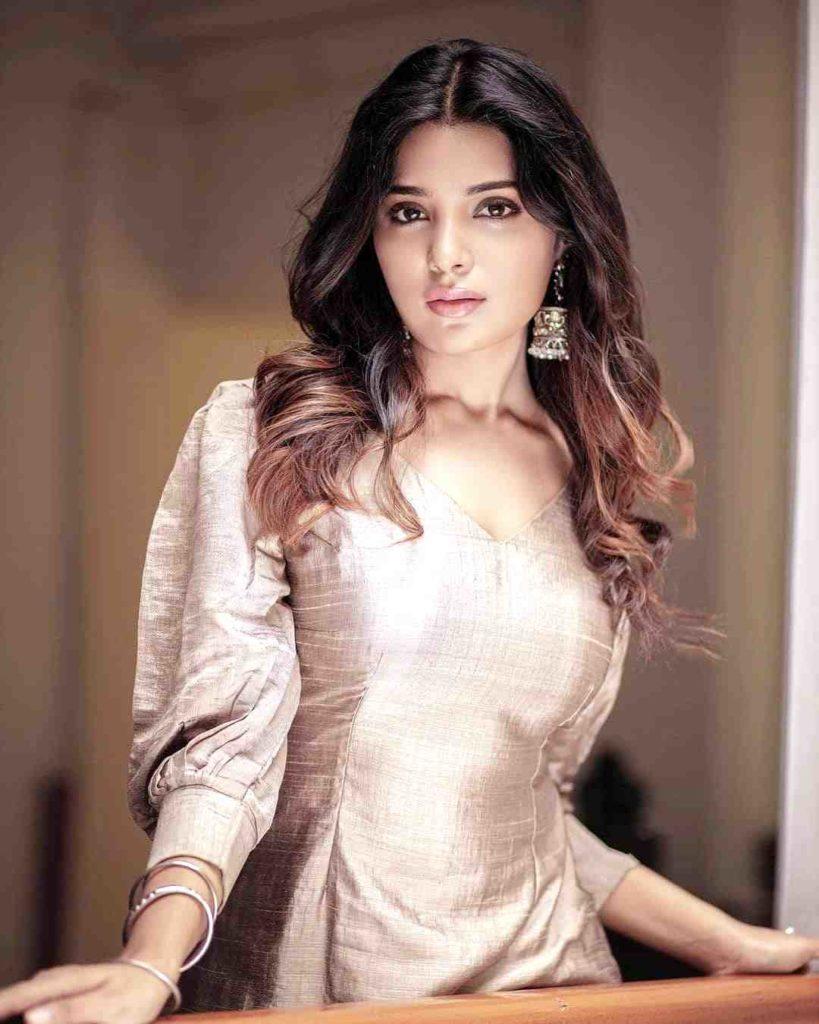 beautiful sri lankan woman